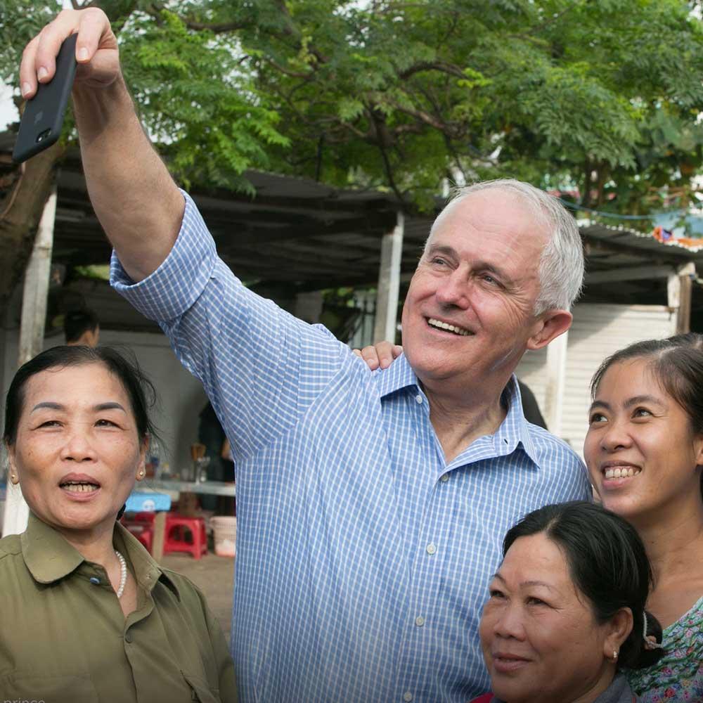cover photography 18 - Thủ tướng Úc lần đầu thưởng thức 'Bánh mì' tại Đà Nẵng